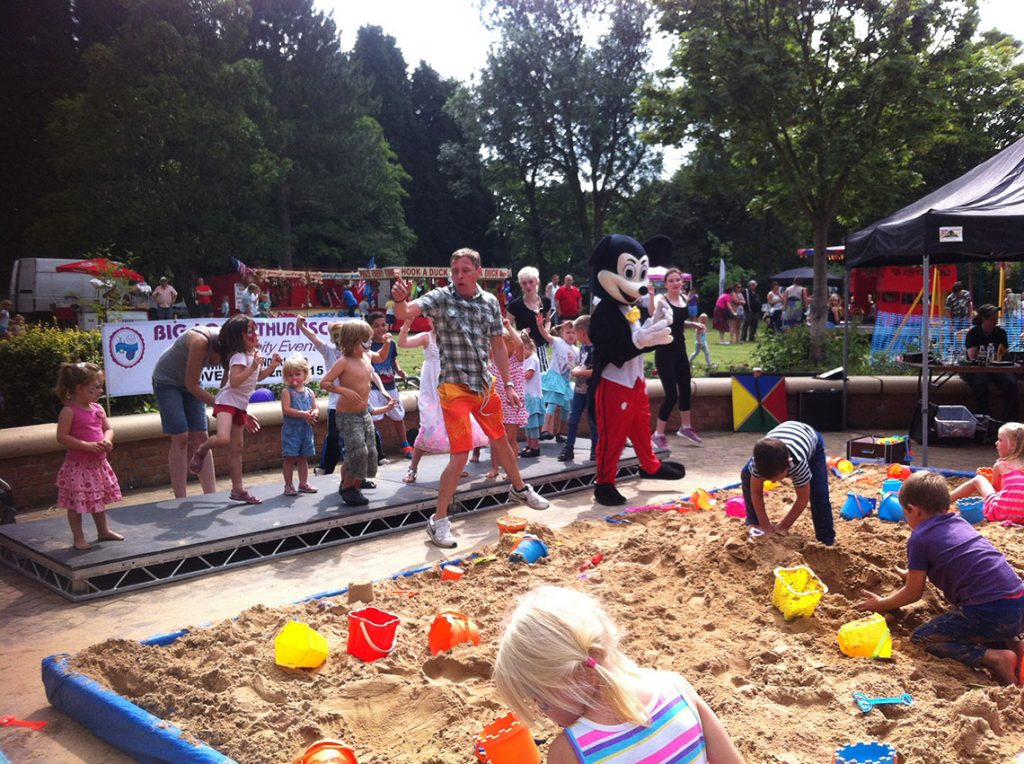 beach-party-thurnscoe-flower-park3